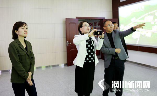人民政协报记者来潢川采访