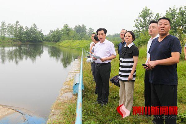 赵亮召开河流污染防治现场办公会