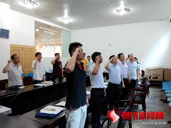 县政务服务和大数据管理局(行政服务中心)召开以案促改警示教育大会