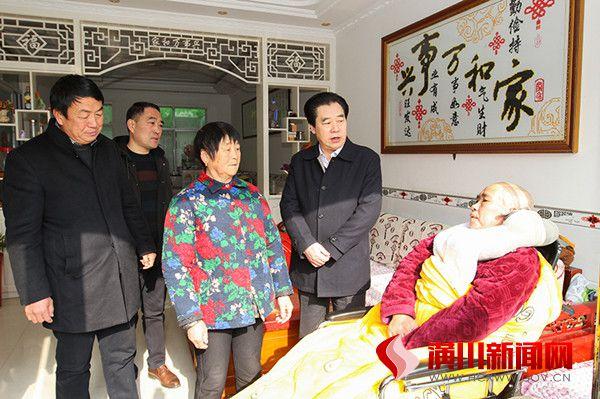 赵亮到仁和镇走访慰问困难群众和敬老院孤寡老人
