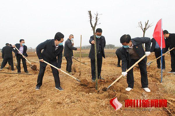 潢川县开展春季义务植树活动